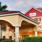 Hawthorn Suites by Wyndham Naples building exterior front